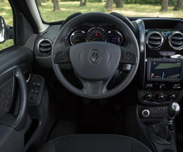 Звуковой сигнал теперь в центре рулевого колеса. источник: auto.mail.ru