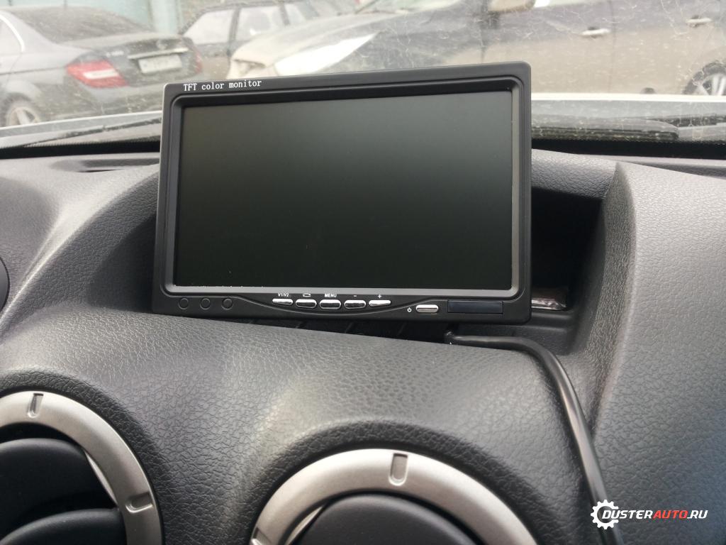 монитор на передней панели