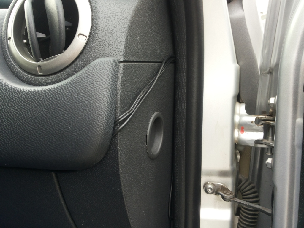 прокладываем кабель от камеры к монитору
