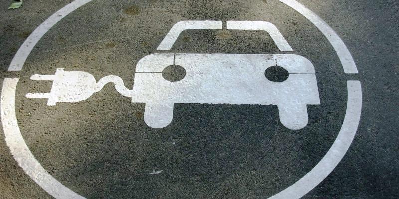 Зарядка электромобилей на автозаправках