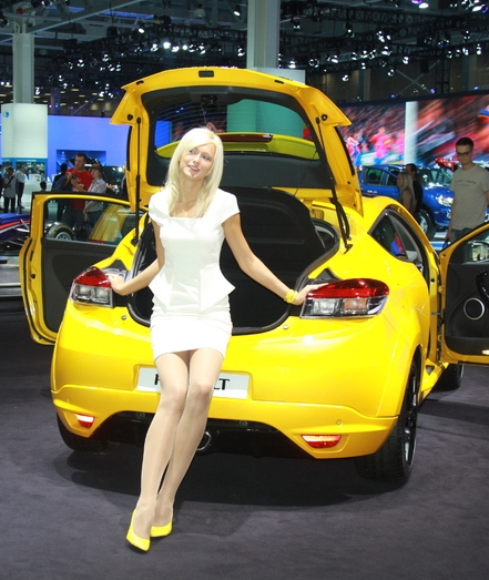 renault-duster-girls-photo-13