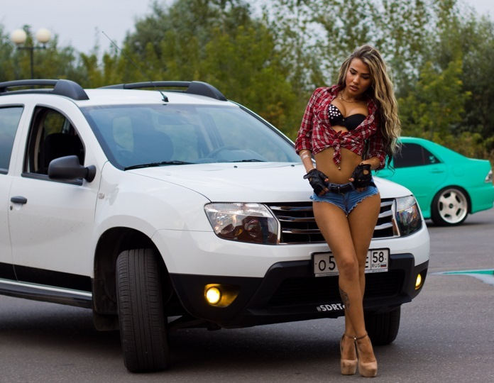 renault-duster-girls-photo-2