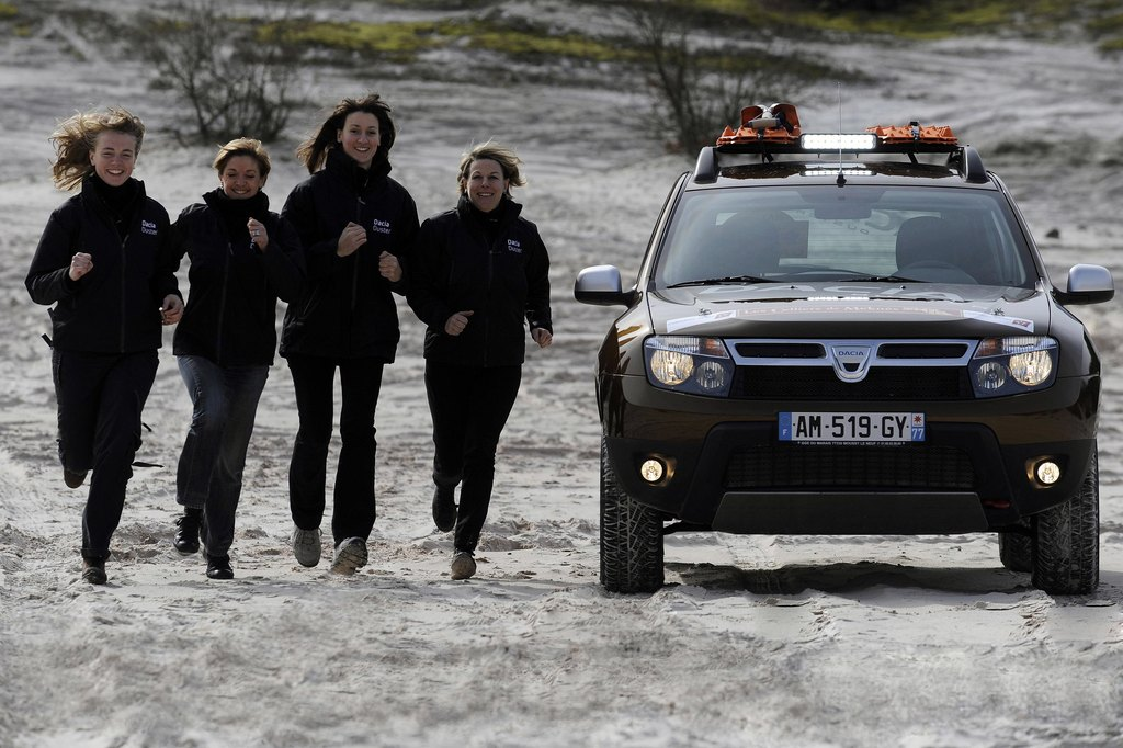 renault-duster-girls-photo-24