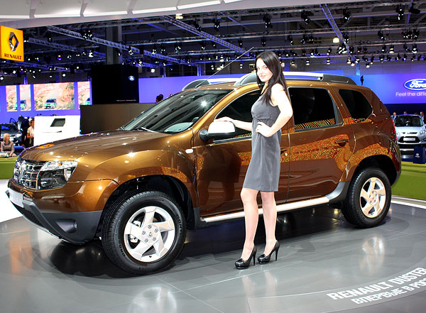 renault-duster-girls-photo-34