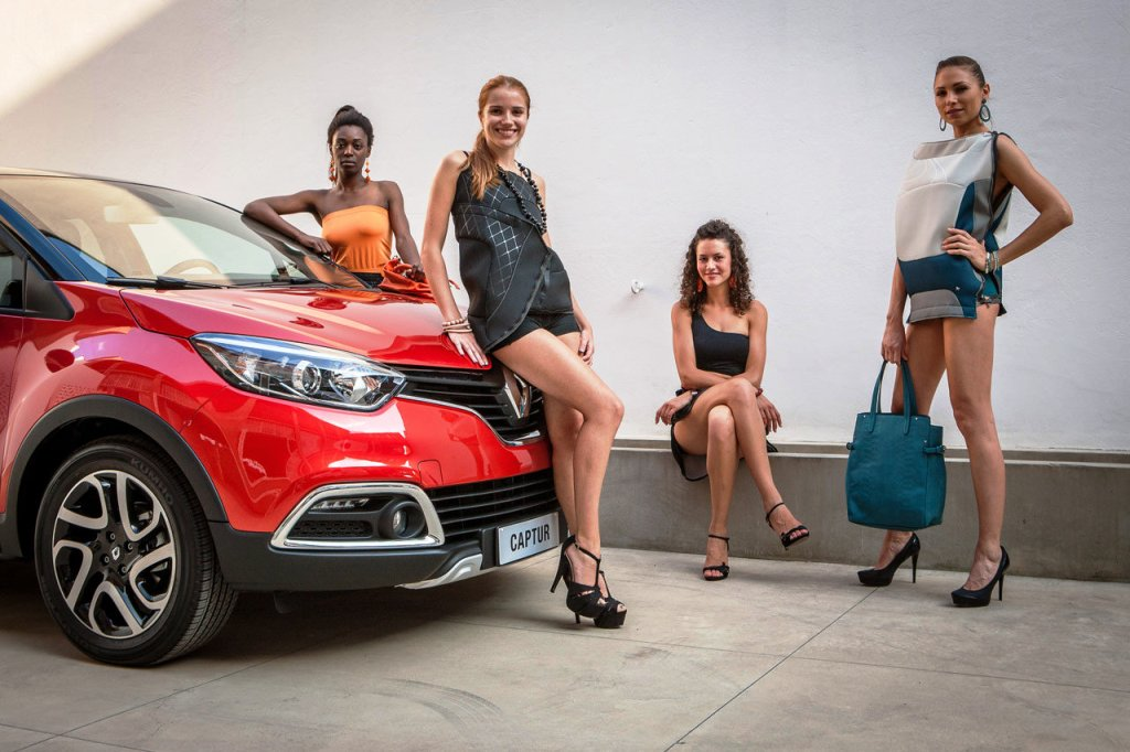 renault-duster-girls-photo-35