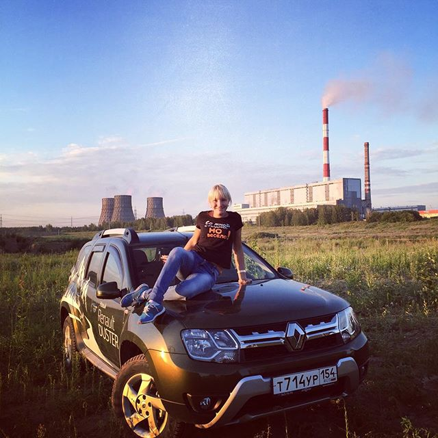 renault-duster-girls-photo-43