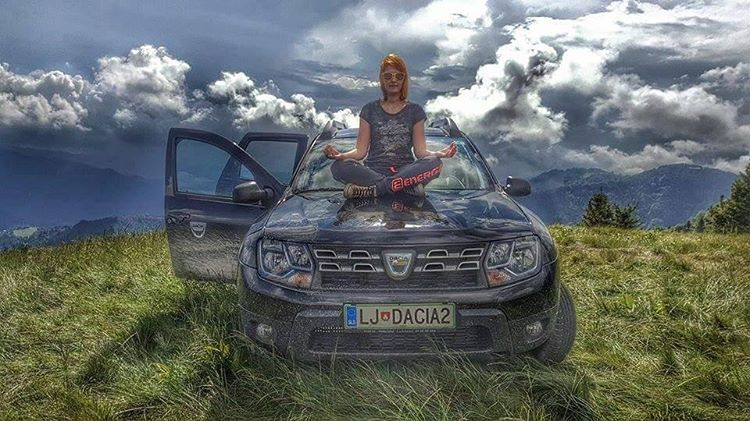 renault-duster-girls-photo-46