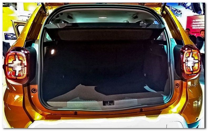 фото открытого багажника