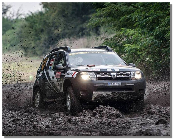 рено дастер в грязи