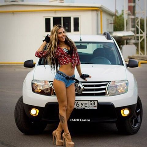 renault-duster-girls-photo-003