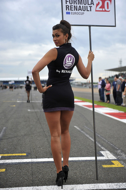 renault-duster-girls-photo-4