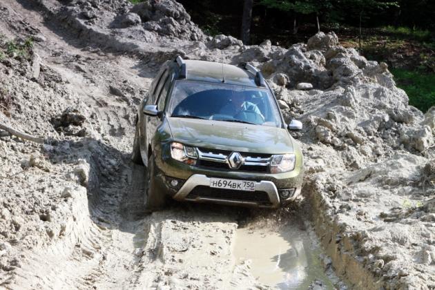 фото Дастера в грязи