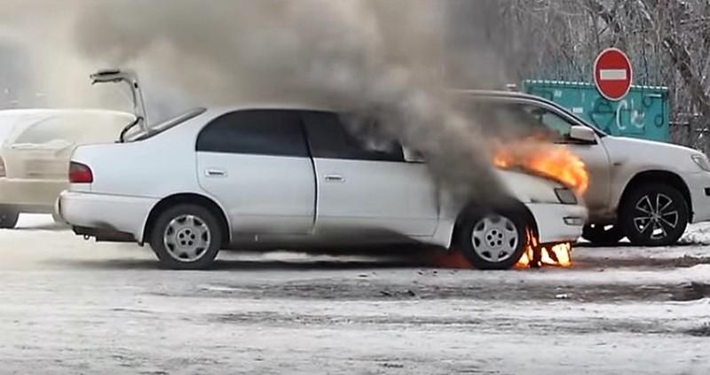 фото горящего автомобиля