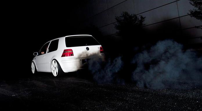 черный дым из трубы бмв